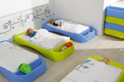 lit bas plastique empilable teddy vert clair. Black Bedroom Furniture Sets. Home Design Ideas